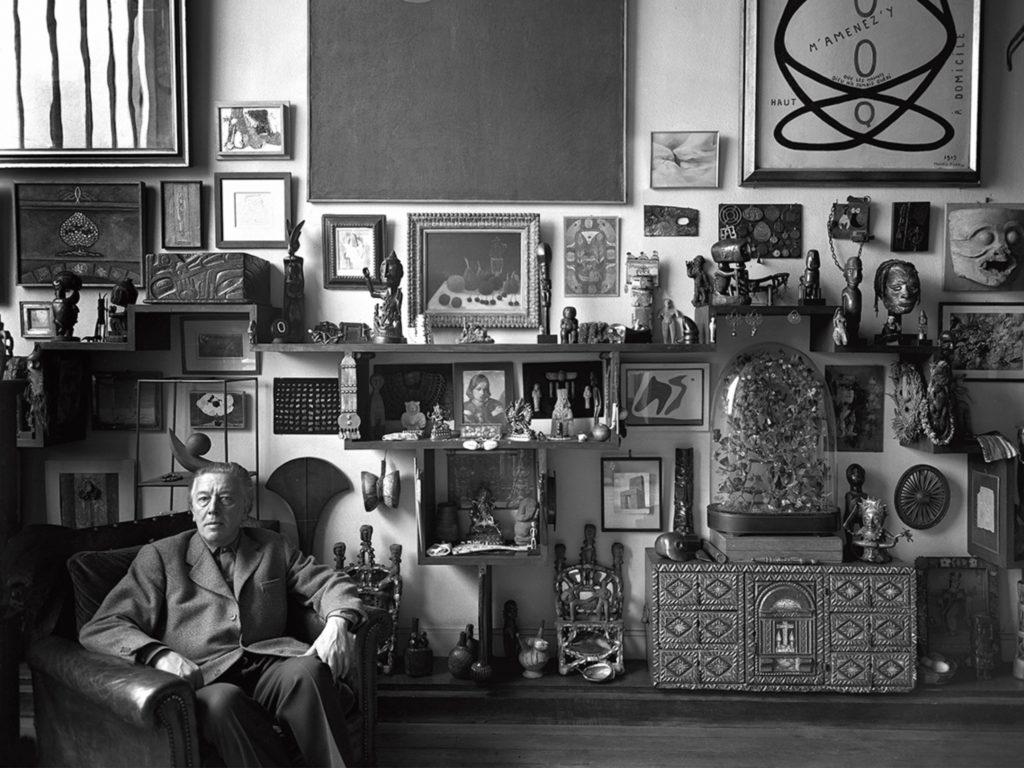 André Breton chez lui à Paris par Sabine Weiss