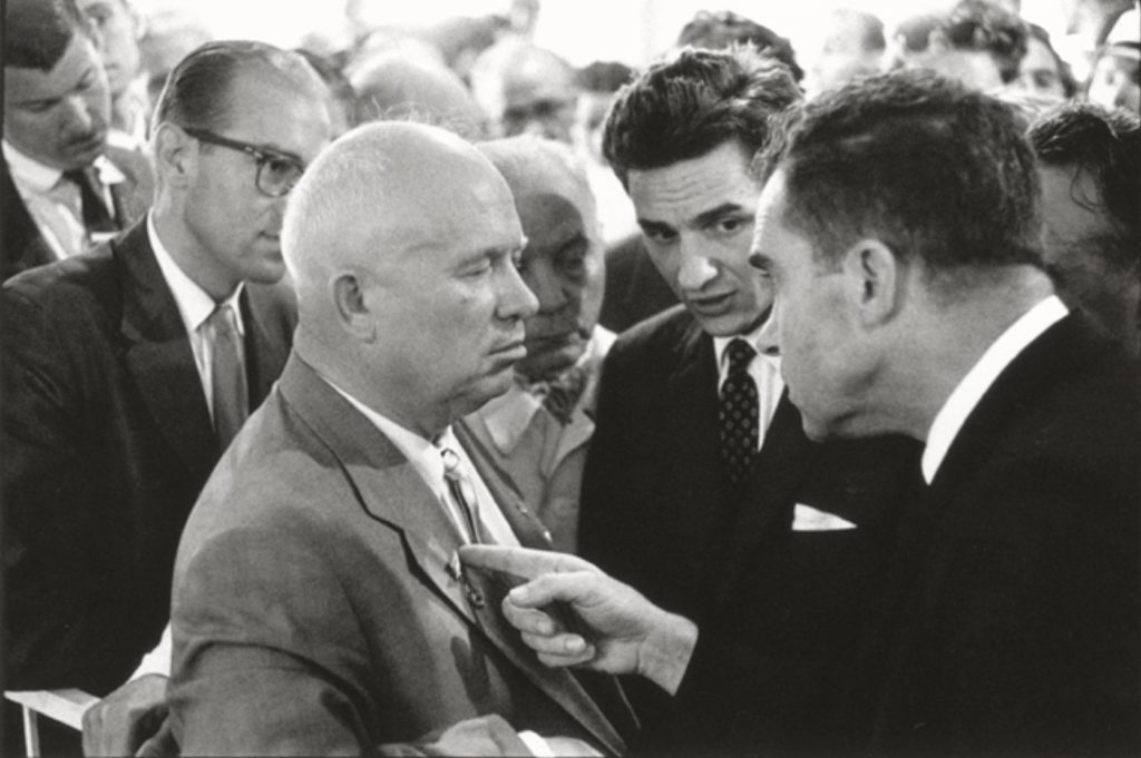 Nixon et Kroutchev par Elliott Erwitt