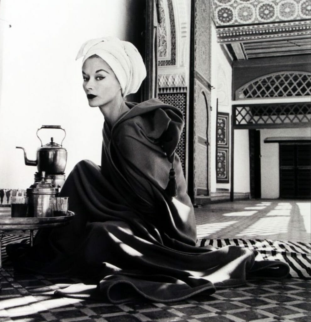 Femme au palais (Lisa Fonssagrives-Penn) Marrakech par  Irving Penn