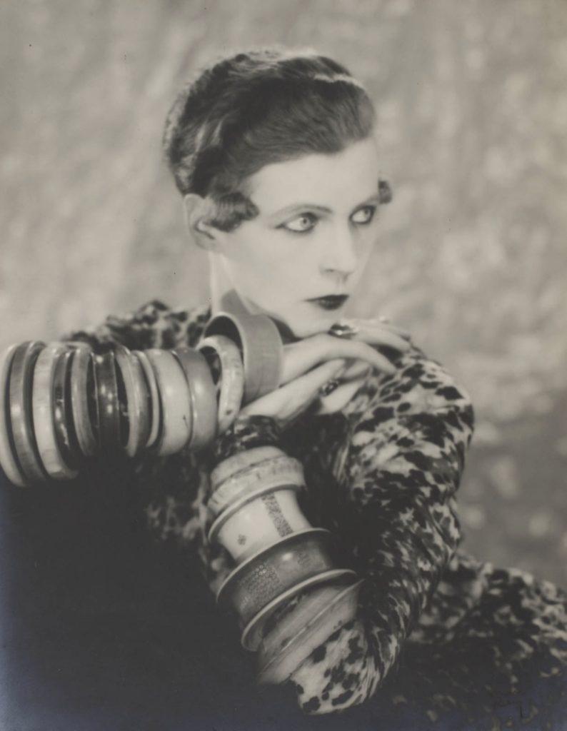 Nancy Cunard par Man Ray