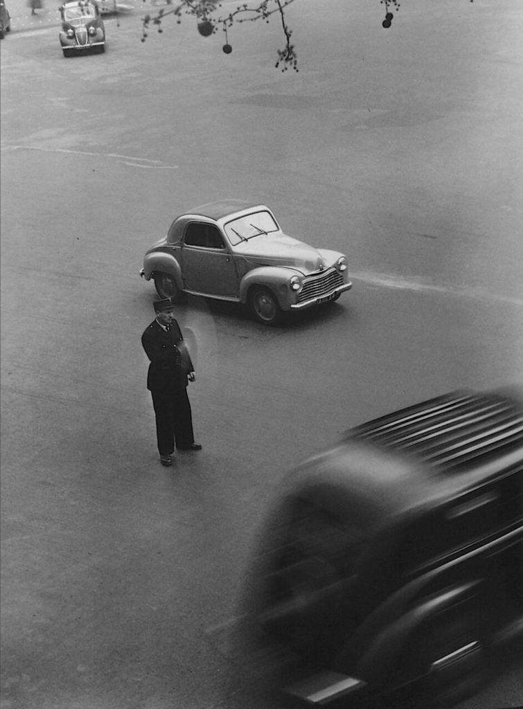 Place de la Madeleine par Robert Doisneau