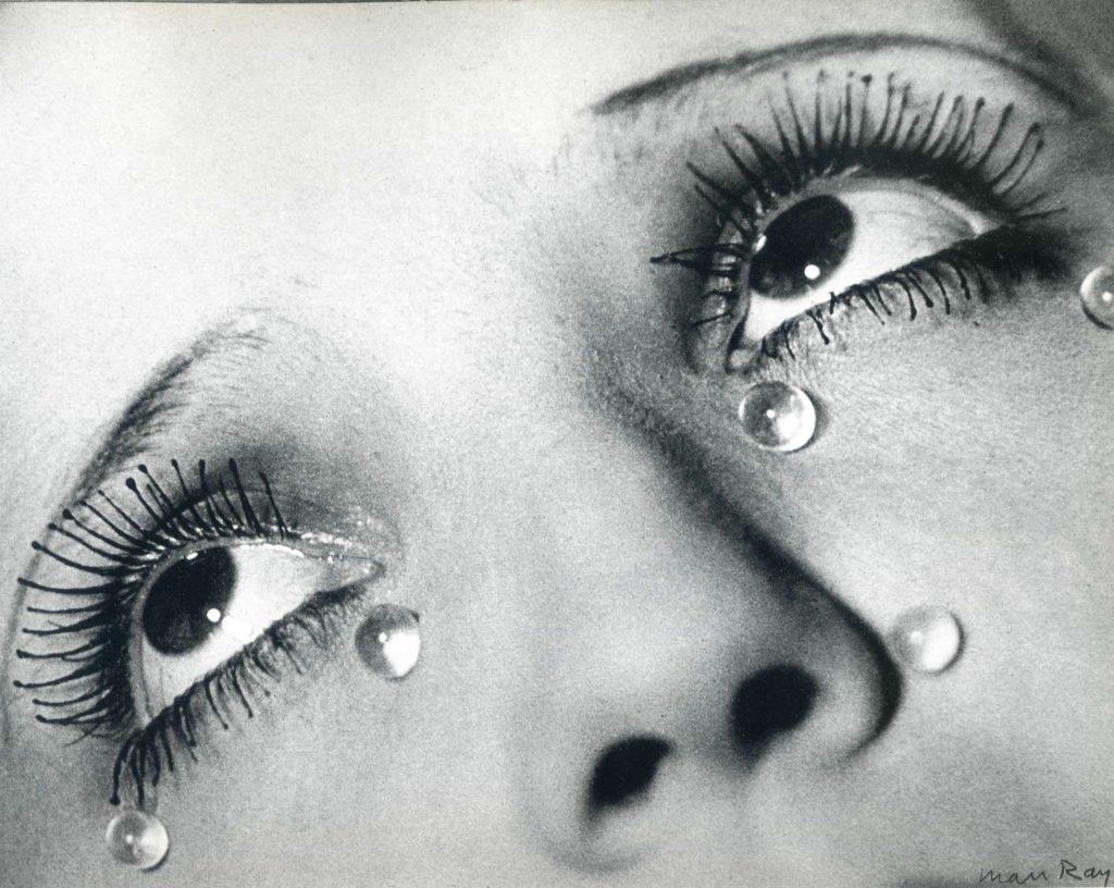 Larmes de verre par Man Ray