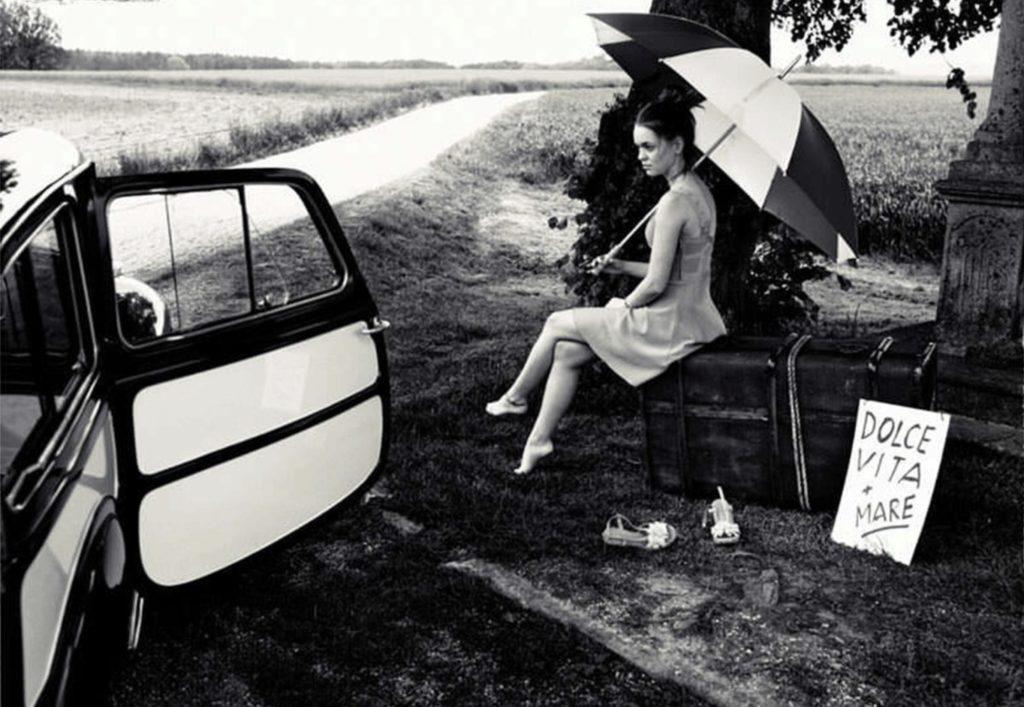 La fille avec la valise, photo de Reinfried Marass