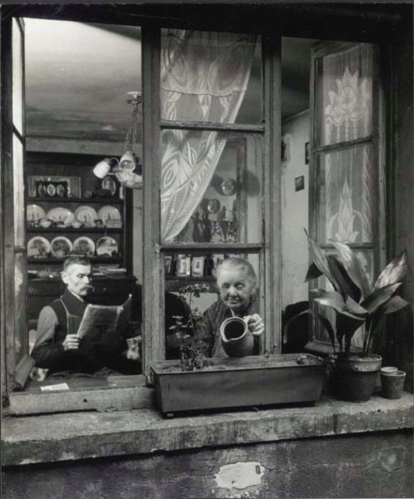 Concierges rue du Deagon, Paris de Robert Doisneau