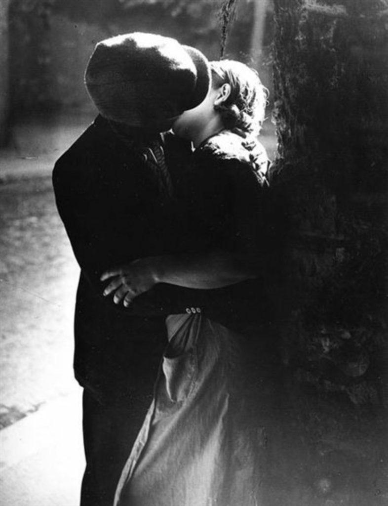 Le baiser par Brassaï