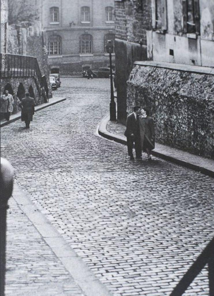 Couple, rue Saint-Vincent à Montmartre par Jean Marquis
